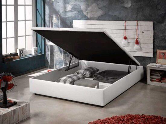 Canapé de polipiel de gran capacidad.