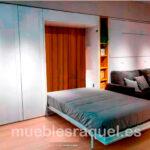 cama-abatible-con-fondo-color-madera-tg4